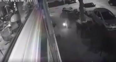 URNEBESNO Zapalio kafić u središtu Mostara i pri tome sebi nogavicu