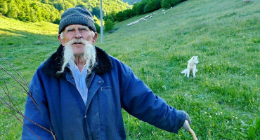 Nedo je najstariji pastir u BiH, u nedovršenoj vikendici spava, kuha i sprema bez struje i vode