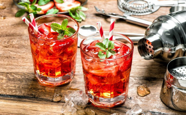 GIN TONIC S JAGODAMA Ljetna verzija mnogima omiljenog pića