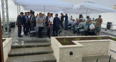 KOMPLEKS OD 2.000 KVADRATA Nevrijeme prekinulo manifestaciju u Podveležju