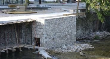 Gagro i danas betonira uz korito Bune, Jovićevo ministarstvo mjesec dana ne odgovara na upit ima li dozvole