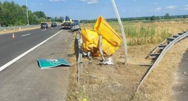 DIVLJANJE NA AUTOCESTI Državljanin BiH s djetetom u autu vozio 250 na sat, pa se zabio u ogradu