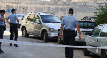 NOVI OBRAČUN NA SPLITSKIM ULICAMA Eksplodirala bomba pod Mercedesom, vozač se izvukao bez ozljeda, oštećeno još pet vozila...