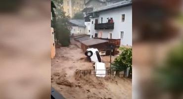 Nove poplave u Njemačkoj i Austriji, bujica nosila automobile