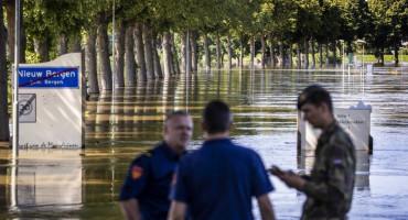 Poplave u Njemačkoj uništile gradove, pruge i ceste...