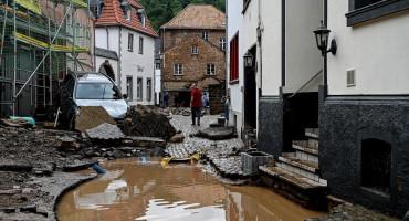 POPLAVE U TRI ZEMLJE Više od stotinu poginulih, te 1.300 nestalih, cijeli gradovi pod vodom