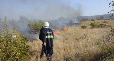 Tri vatrogasca lakše ozlijeđena tijekom gašenja požara u Slipčićima