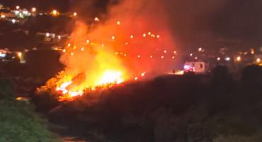 Požar u Mostaru, vatrogasci ga ugasili nakon dvije intervencije