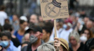 Stotine tisuća ljudi u Francuskoj na prosvjedima protiv obaveznog cijepljenja
