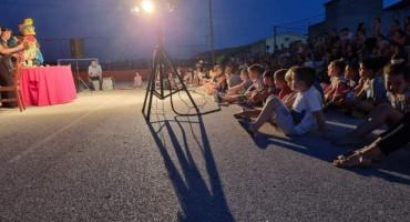 U Ortiješu održana lutkarska predstava na otvorenom 'Zmaj i princeze'
