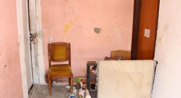 Hospitaliziran muškarac koji je stvarao probleme susjedima u Bafo naselju