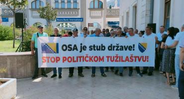 Šaka Mostaraca izašla na ulicu zbog Osmice