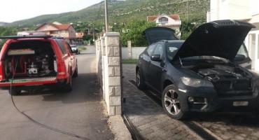 MOSTAR Susjedov automobil polio benzinom i zapalio