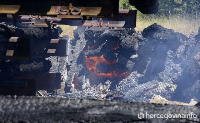 MOSTAR Požar s kojim su se vatrogasci borili gotovo pet sati