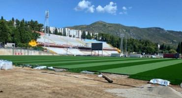 Pomoćni teren stadiona pod Bijelim Brijegom dobio novi travnjak, poznato kada bi trebala izmjena i na glavnom
