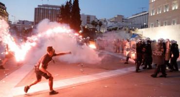 Neredi na masovnim prosvjedima protiv obveznog cijepljenja u Grčkoj, Njemačkoj i Francuskoj