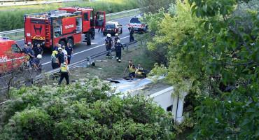 IZLETIO S AUTOCESTE Nova bus nesreća: Osam osoba poginulo