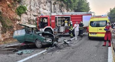 KOD DUBROVNIKA Žestok sudar dva automobila i kamiona, poginula jedna osoba