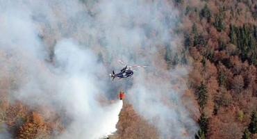 POŽAR KOD JABLANICE Stigla pomoć iz zraka, doletjeli helikopteri iz RS
