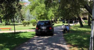 MOSTAR Vozilom uletio u park dok je isti bio pun djece