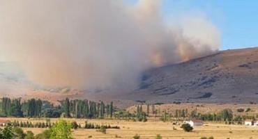 OPĆINA TOMISLAVGRAD Veliki požar prijeti šumama, ugrožene kuće tri naselja