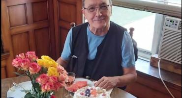 DA SE NAJEŽIŠ Fra Pavao Maslać u Americi proslavio 84 rođendan. Više od dva desetljeća nije vidio oca i majku, na radiju su čuli da im je sin zaređen za svećenika