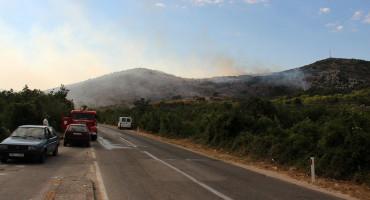 I DALJE AKTIVAN Požar koji se proširio od Stoca prema Ljubinju pod kontrolom; Policija upozorava na kazne