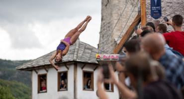 Unatoč kiši Red Bull skakači priredili neizvjesnost; Slijedi spektakl