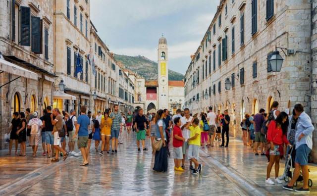 GOSTI ŠOKIRANI Kafić u Dubrovniku uveo pravilo minimalne potrošnje
