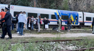 AUTOBUSOM DO KONJICA Vlak iz Sarajeva za Čapljinu stao na Bradini