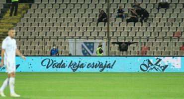 BiH - KUVAJT U Zenici za vrijeme utakmice osiguranje skinulo zastavu s ljiljanima