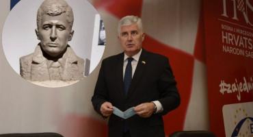Čović kaže da će otići na izložbu umjetnika koji mu je napravio bistu