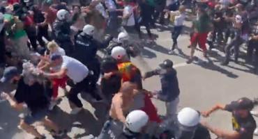Neredi u Crnoj Gori, izbili sukobi s policijom