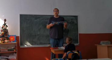 DOBRA PRIČA IZ BIH Učitelj koji je postao senzacija: Pleše, glumi, pjeva - sve za djecu