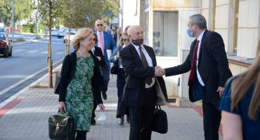 TKO JE TU PATRIOT? Ustavni sud tvrdi da Republika Srpska izvršava odluke, a Parlament BiH i Federacija ne