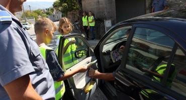 MOSTARSKE ULICE Bili smo sa školskom i policijskom patrolom, vozači reagirali s osmijehom