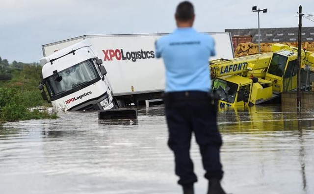 Obilne poplave u Francuskoj, cestovni i željeznički promet blokirani, značajno stradala infrastruktura
