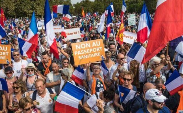FRANCUSKA Prosvjedi protiv covid-potvrda privukli 80.000 ljudi