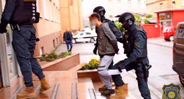 VARALI PREKO INTERNETA Po naredbi iz Širokog u oba entiteta privedeno sedam osoba