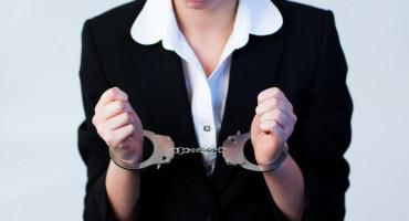 DOBRA GLUMICA Lažno se predstavljala kao inspektorica i pribavila 36 000 maraka