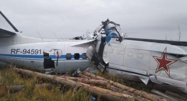 TRAGEDIJA U RUSIJI 16 osoba poginulo u padu zrakoplova, sedam ljudi izvučeno živo iz olupine