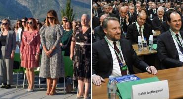 """TEORIJA I PRAKSA NA SDA NAČIN Na okruglom stolu """"politika treba žene"""", na kongresu Seka i još pokoja žena"""