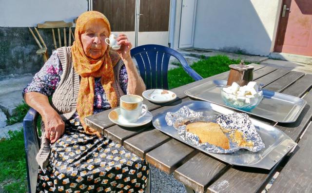 Baka Subha ima 93 godine, ne jede hrenovke, salame i paštete